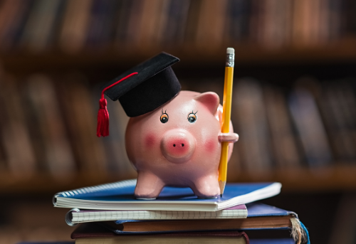 5 Scholarships for Undocumented Students: Due Dec. 2020 & Jan. 2021